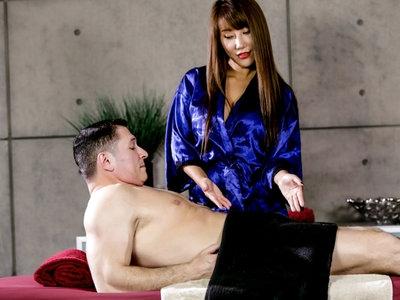Horny masseuse Tiffany wraps her soft lips on John hard cock