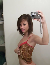Petite girlfriend takes selfshot pictures for her friends who uploaded them to us