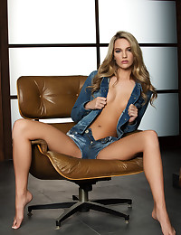 Pet Kenna James looks good in denim.